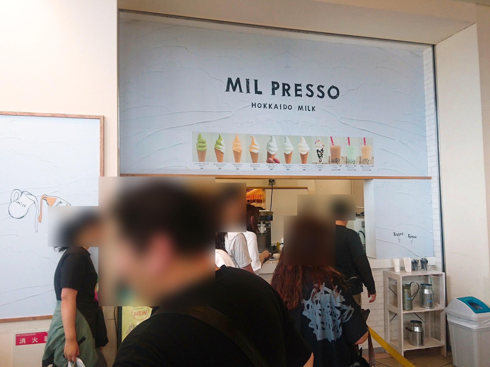 MIL PRESSO店舗前