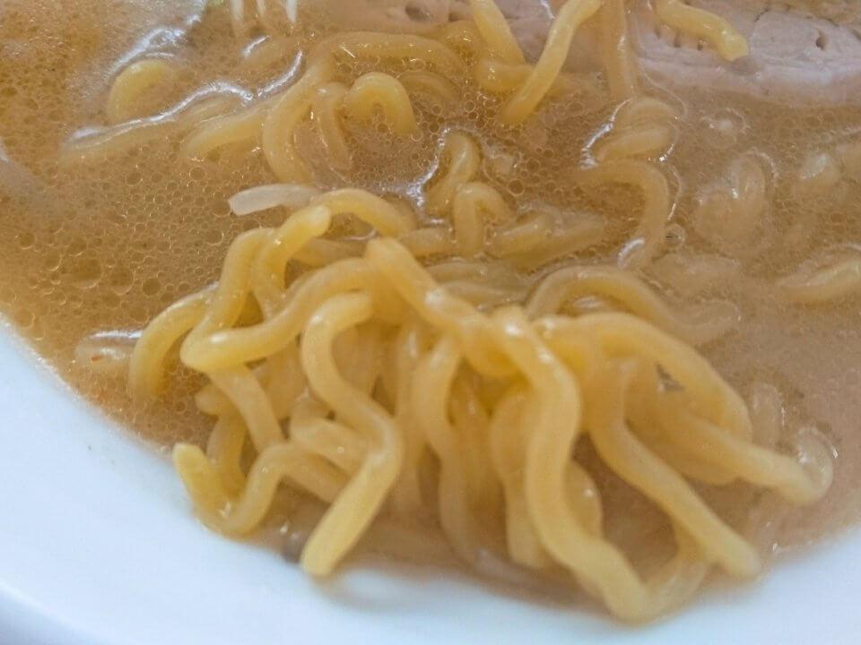 穂高 みそラーメン 麺