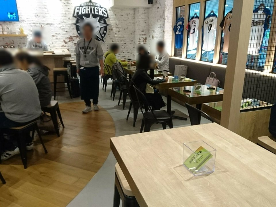 FIGHTERS DINING ROSTER 店内②