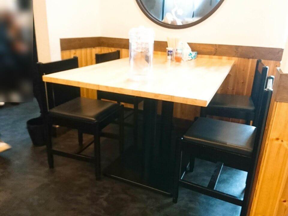 八乃木 テーブル席