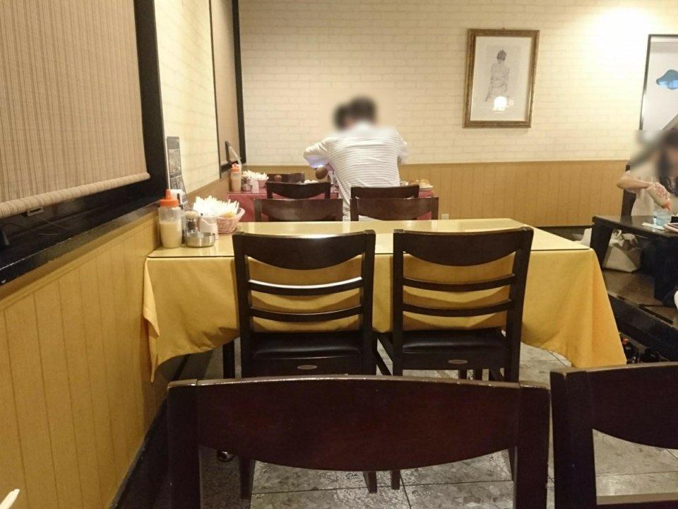 がんねん テーブル席
