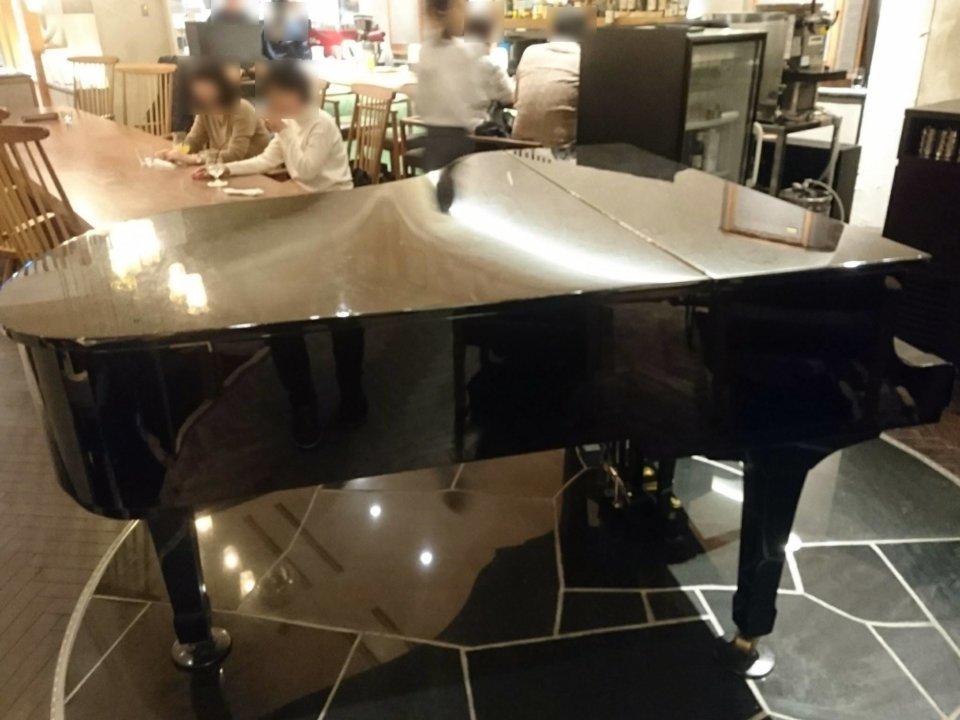 椿サロン 赤れんがテラス グランドピアノ