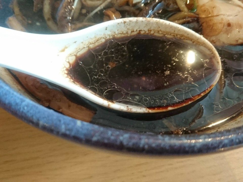 櫻井ラーメン 北のブラックしょうゆ スープ