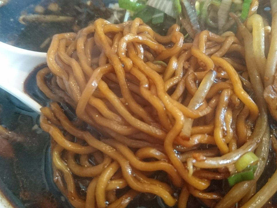 櫻井ラーメン 北のブラックしょうゆ 麺