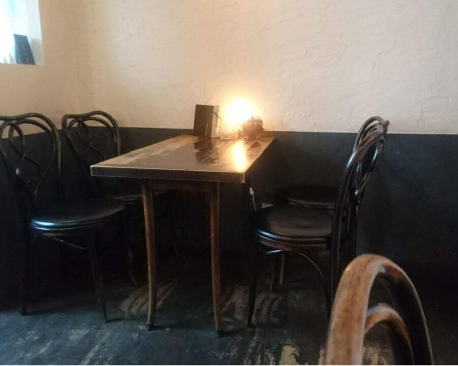 喫茶つばらつばら テーブル席