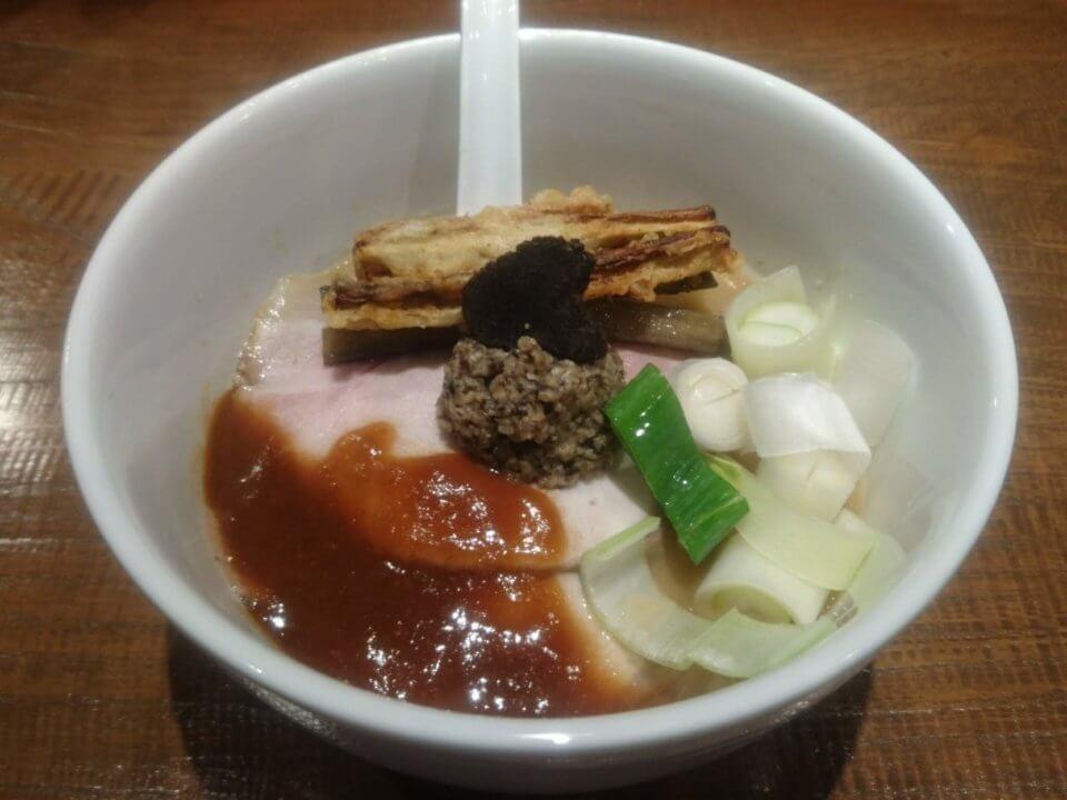 雨、燦燦 アメリケーヌ豚骨平打ち麺withマッシュルーム