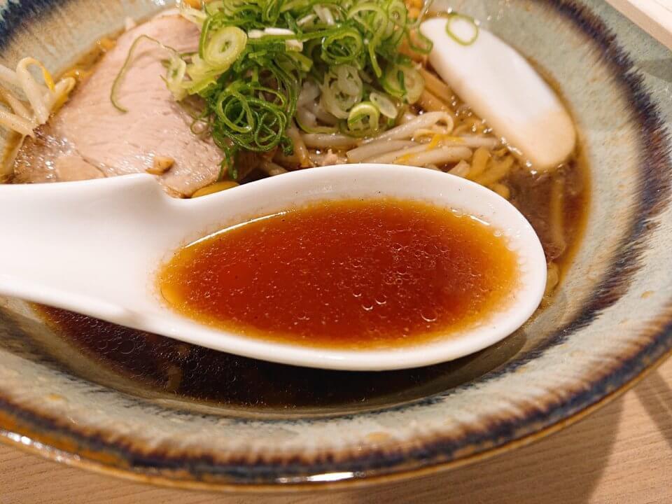 札幌 麺屋美椿(MITSUBA みつば)醤油ラーメン スープ