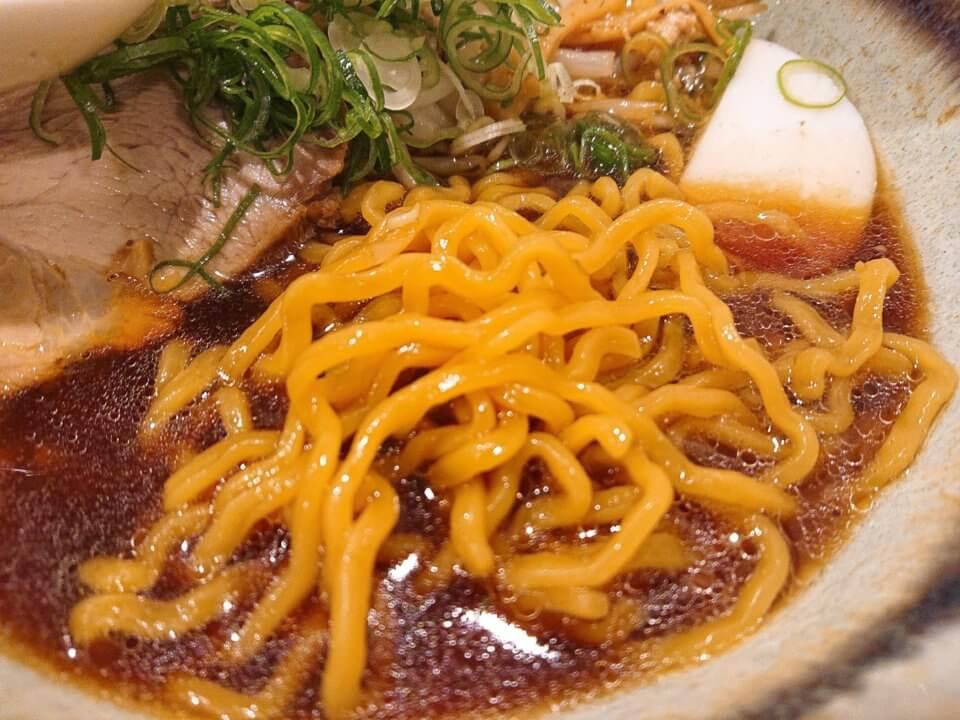 札幌 麺屋美椿(MITSUBA みつば)醤油ラーメン 麺