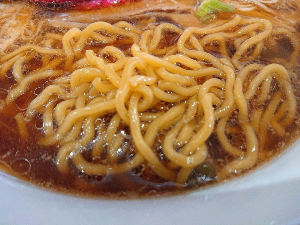 らーめんまるふじ あおり正油ラーメン 麺